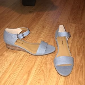 Never worn lucky brand sandals